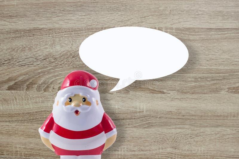 在木背景的圣诞老人玩偶 库存照片