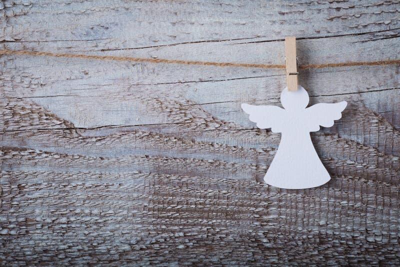 在木背景的圣诞节纸天使装饰 免版税库存照片
