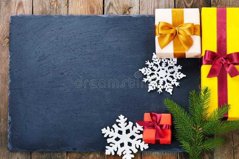 Download 在木背景的圣诞节装饰 库存图片. 图片 包括有 竹子, 雪花, 杉木, grunge, 金子, 季节性, 反气旋 - 62528713