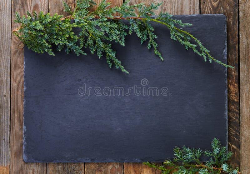 Download 在木背景的圣诞节装饰 库存照片. 图片 包括有 杉木, 背包, 快活, 节假日, 礼品, 土气, 雪花, 装饰品 - 62528714