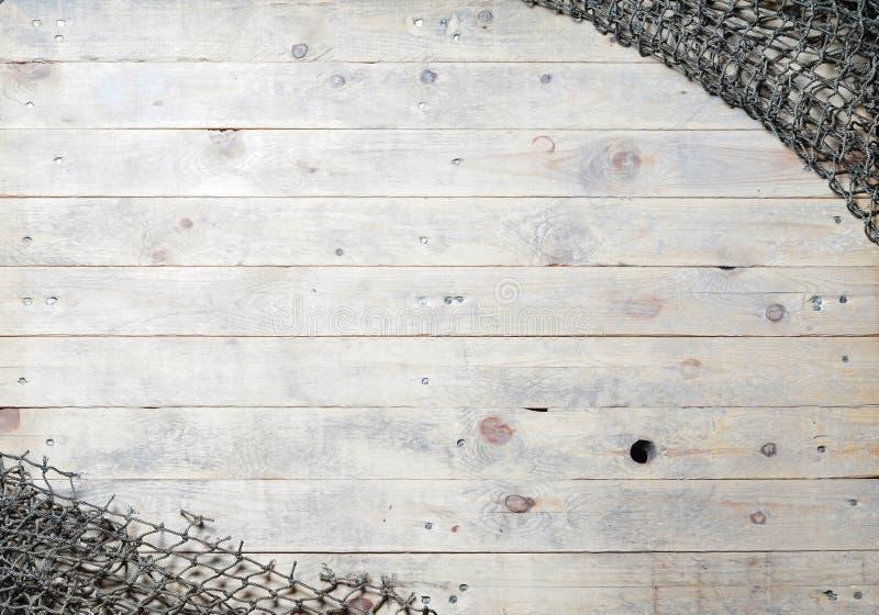 在木背景的捕鱼网静物画 免版税图库摄影