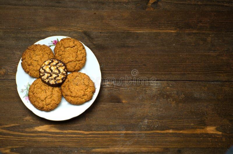 在木背景的曲奇饼作为背景 免版税图库摄影