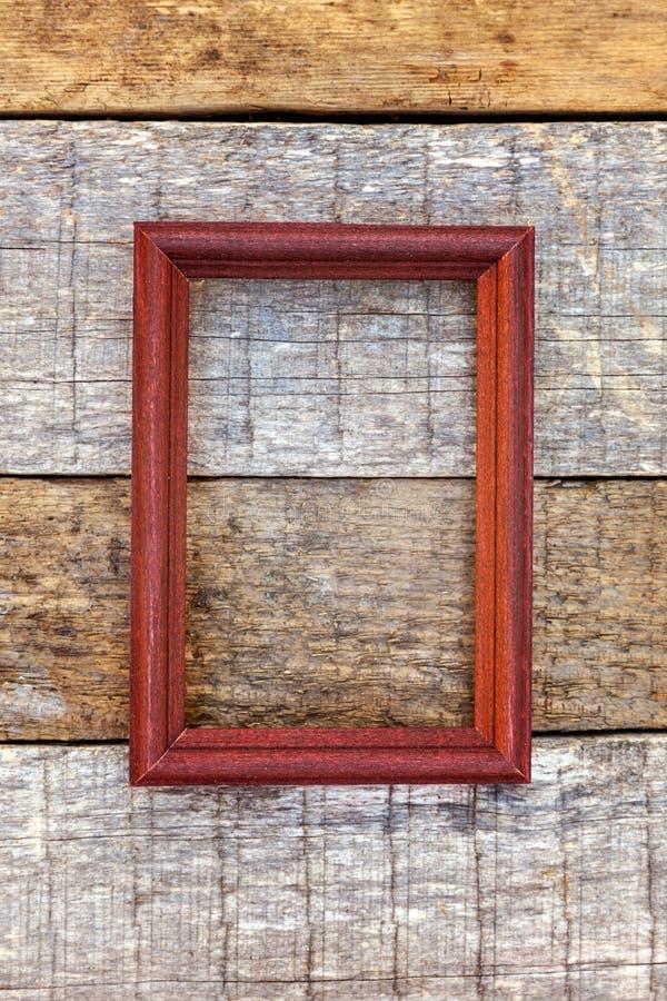 在木背景的木制框架 免版税库存照片