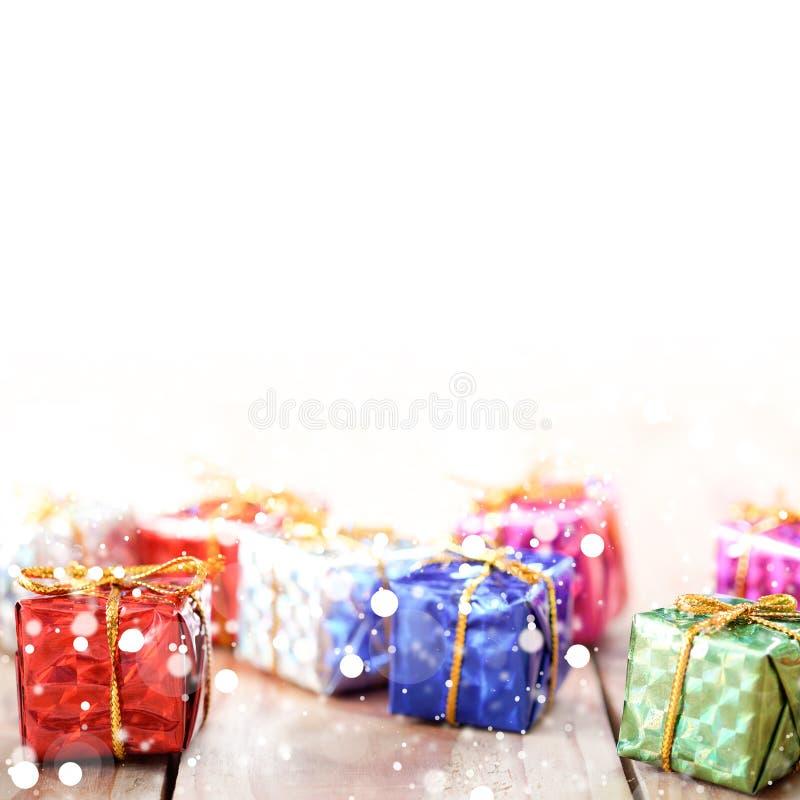 在木背景的礼物盒chrismas的新年,特别日子 免版税库存照片