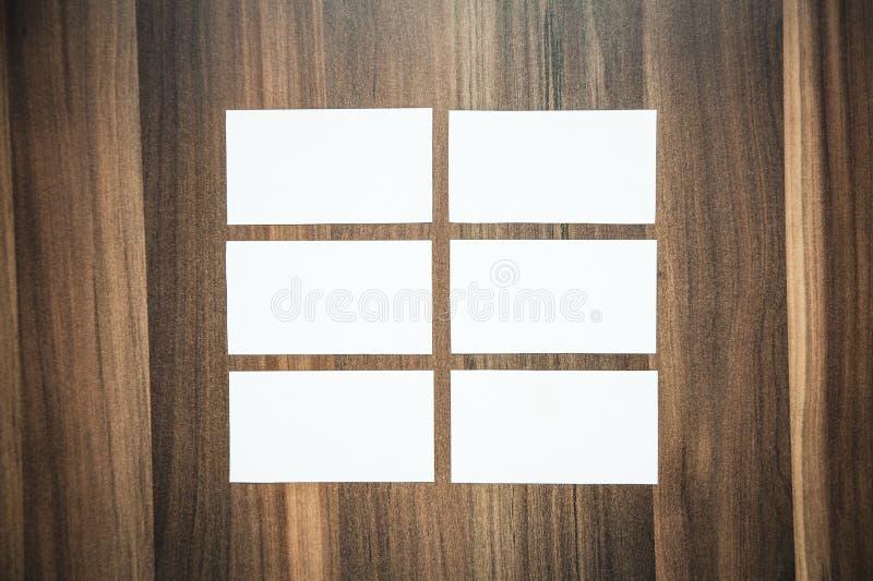 在木背景的空白的名片 免版税库存照片