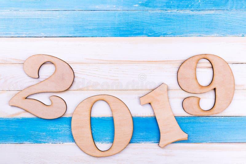 在木背景的第2019年 免版税库存图片