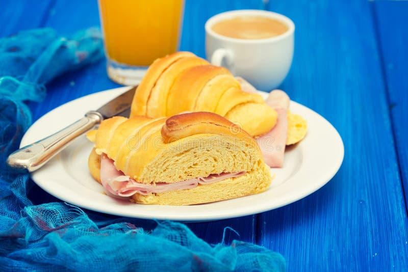 在木背景的葡萄牙早餐 库存照片