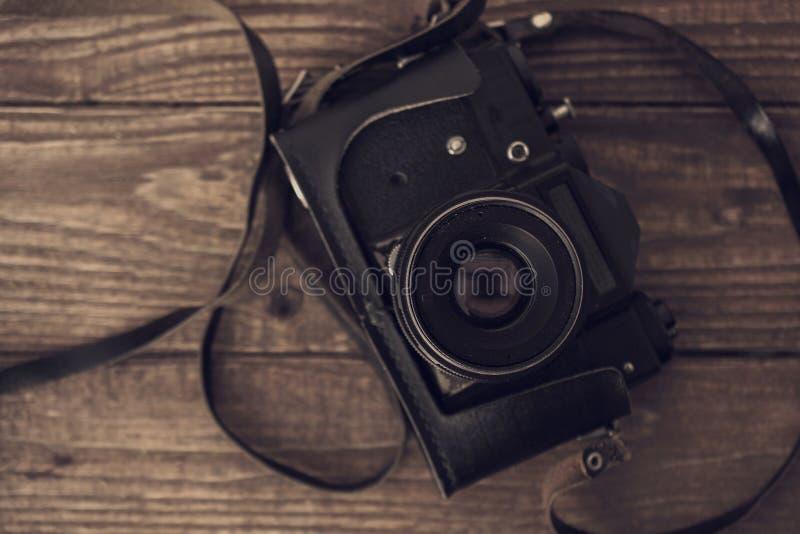 Download 在木背景的葡萄酒模式照相机 顶视图 库存照片. 图片 包括有 金属, 技术, 照相机, 艺术, 纹理, 摄影师 - 72366540
