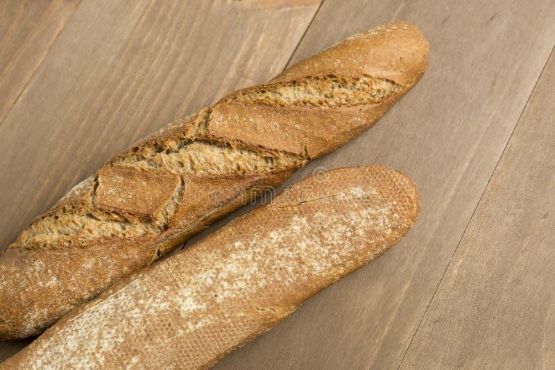 Download 在木背景的面包 库存照片. 图片 包括有 烘烤, 法国, 大面包, browne, 面粉, 空白, 有机 - 72371060
