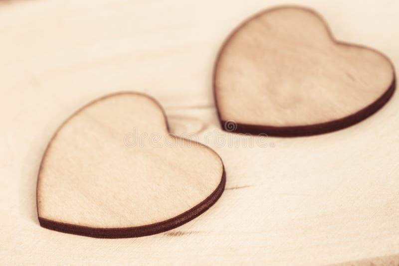 在木背景纹理宏指令的木心脏 库存图片