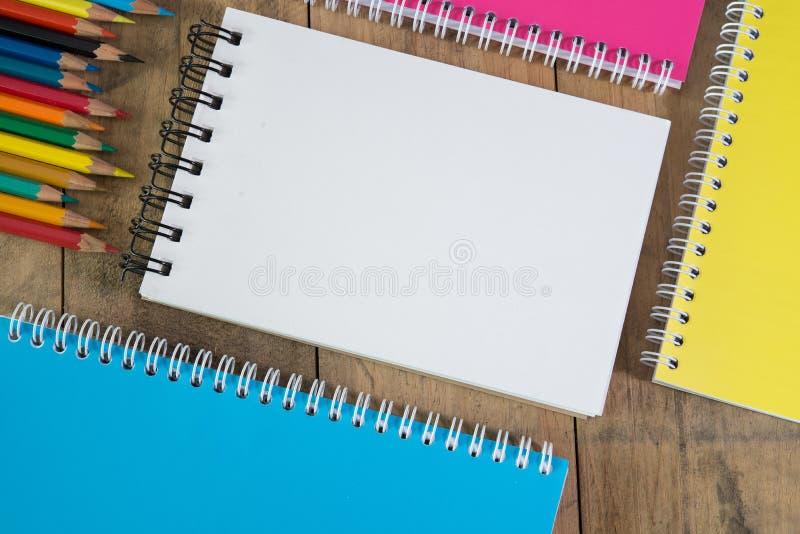 Download 在木背景设置的空白的文具 库存照片. 图片 包括有 身分, ,并且, 空白的, 通信, 总公司, 颜色, 背包 - 62529012