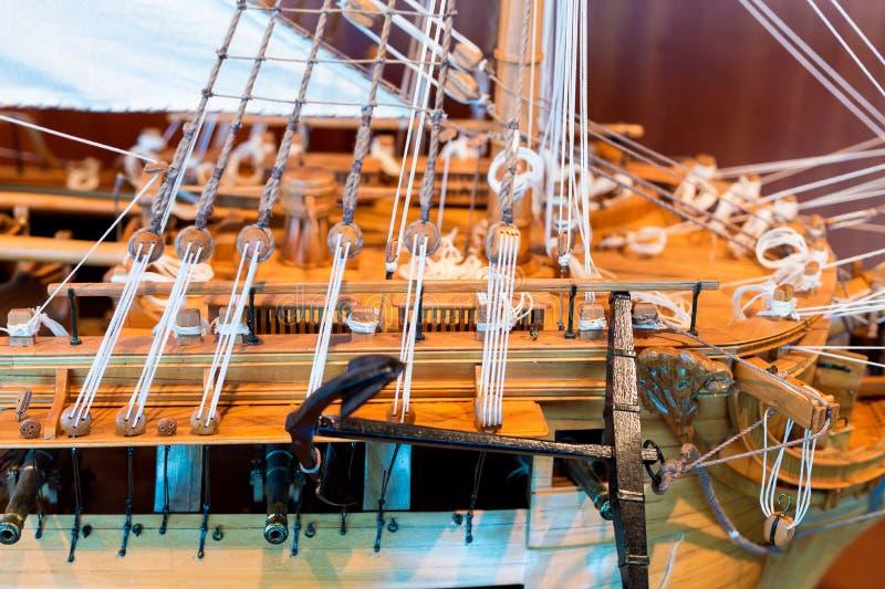 在木船的绳索索具 库存照片