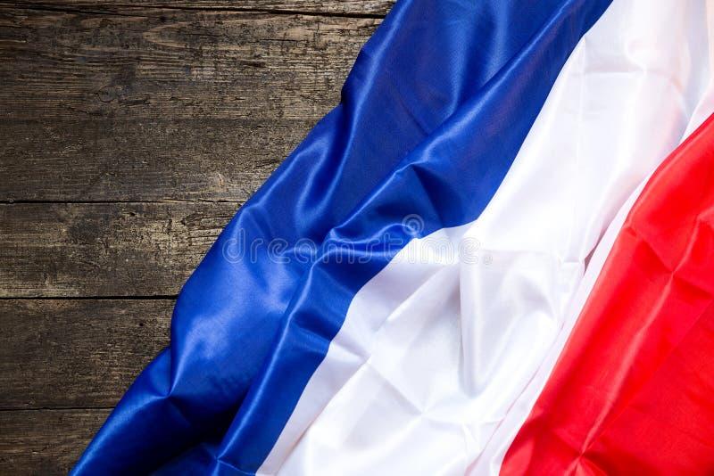 在木表上的法国旗子 免版税库存图片