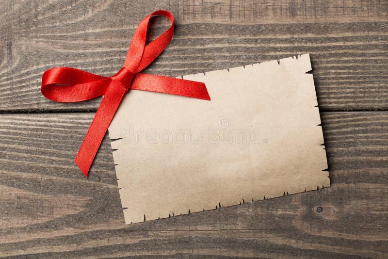 在木表上的空白的华伦泰` s昼间递送 免版税图库摄影