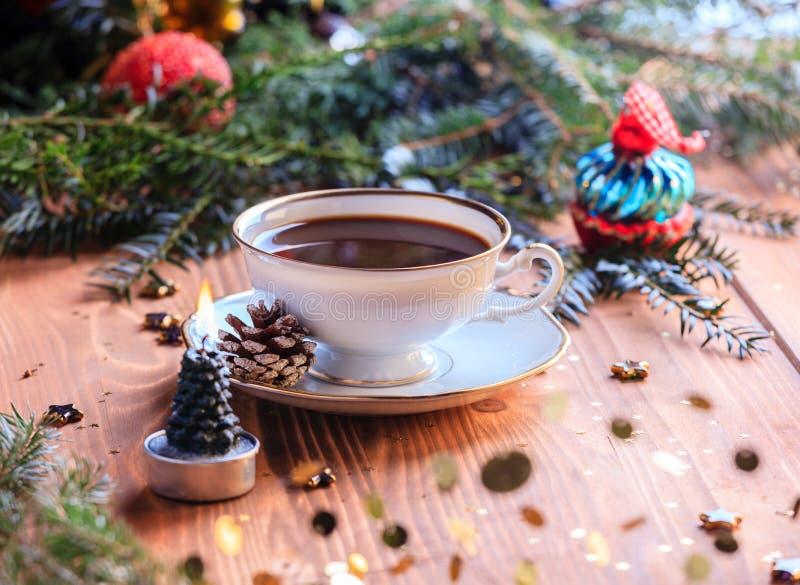 在木表的咖啡杯 免版税图库摄影