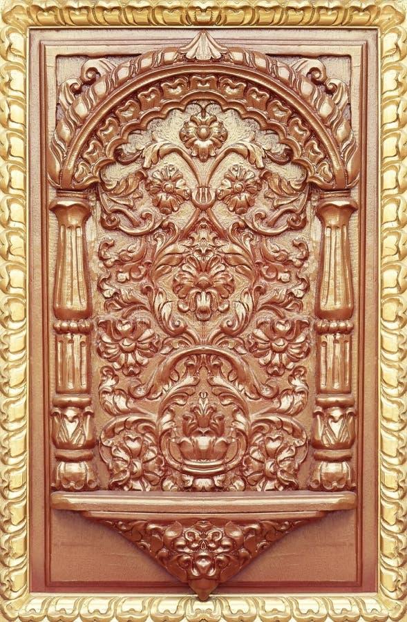 在木雕刻的花的样式 免版税库存图片