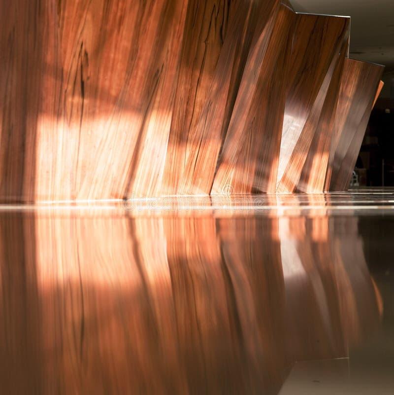 在木头和墙壁做的旅馆招待会 图库摄影