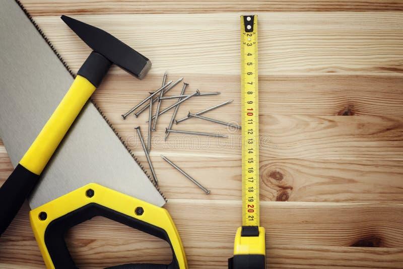 在木头的工作工具 免版税库存图片