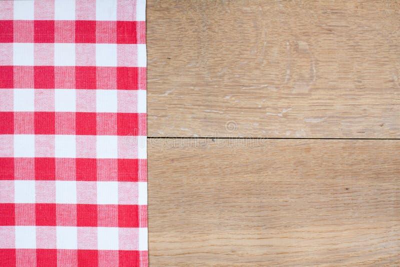 在木头的红色格子呢布料 图库摄影
