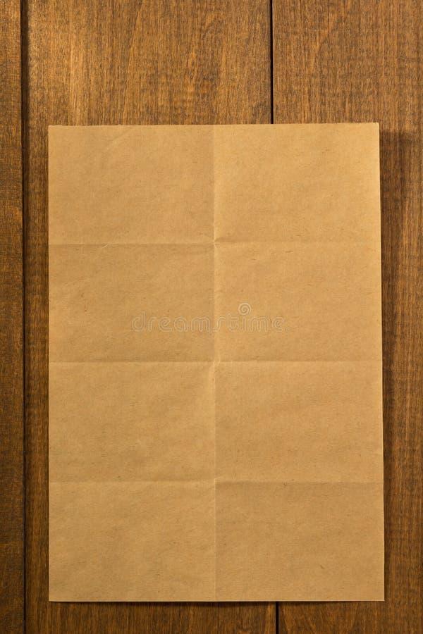 在木头的被折叠的便条纸 图库摄影