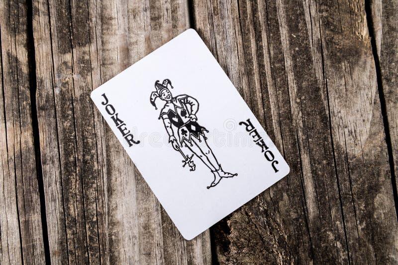 在木头的说笑话者卡片 免版税库存照片