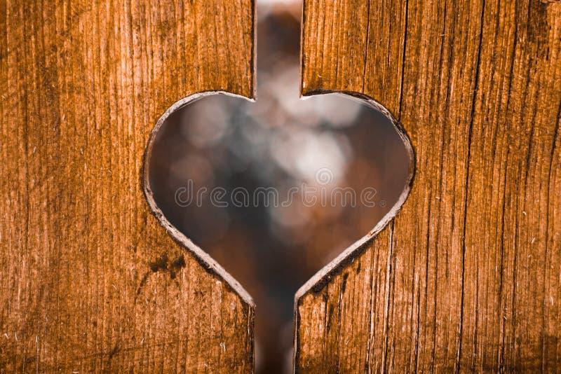 在木头刻记的爱 库存图片