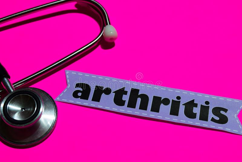 在本文的关节炎与医疗保障概念 免版税库存图片