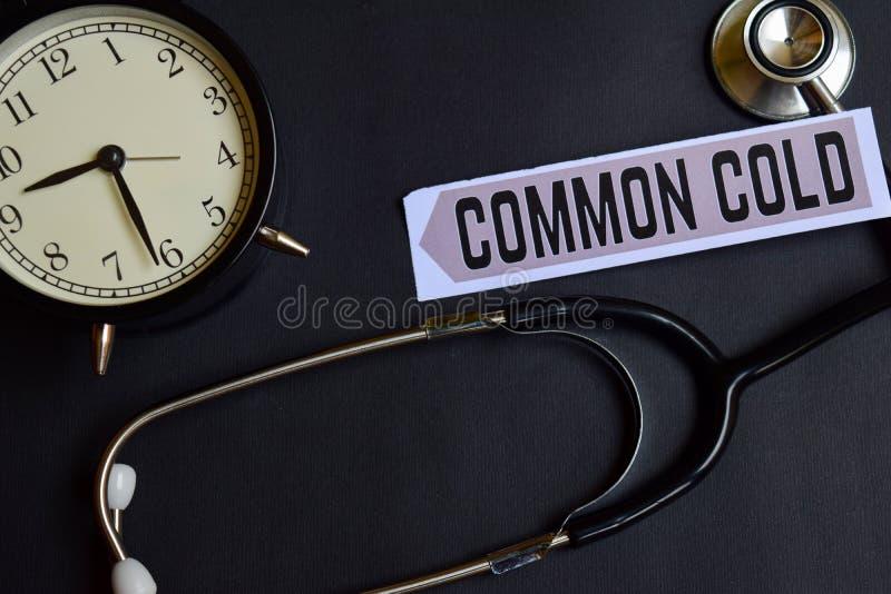 在本文的感冒与医疗保健概念启发 闹钟,黑听诊器 免版税库存图片