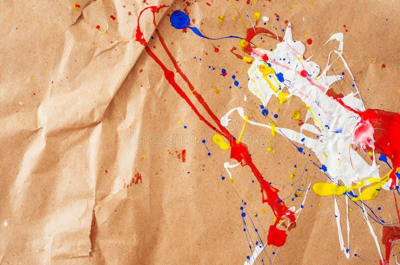 在本文的白色和蓝色和黄色和红色伤疤 免版税库存图片