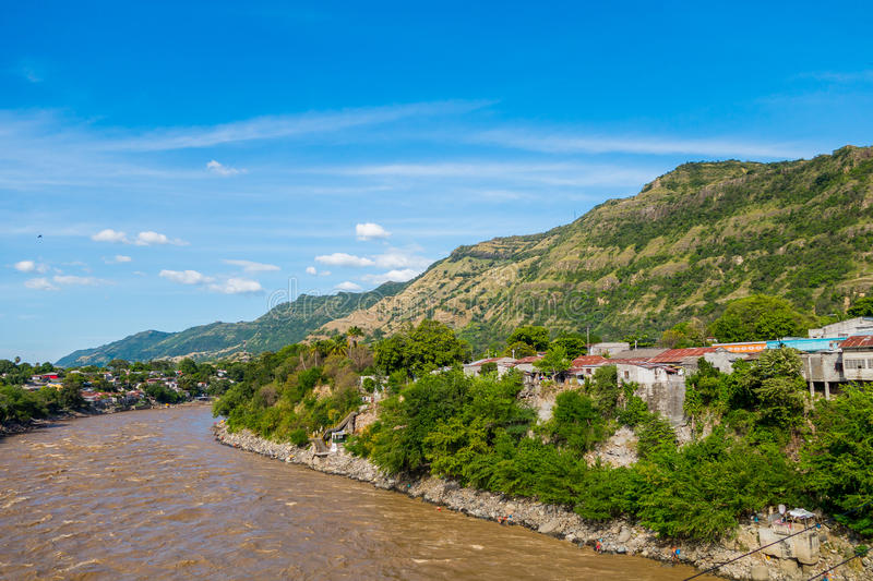 在本田附近,哥伦比亚镇的马格达莱纳河  免版税库存照片