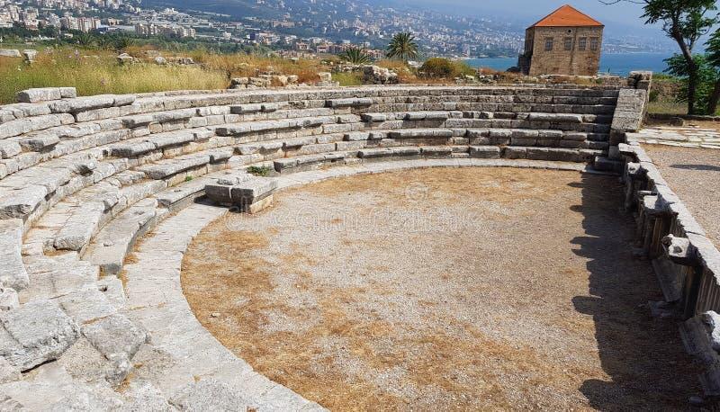 在朱拜勒内考古学地区的罗马剧院  朱拜勒,黎巴嫩 库存照片
