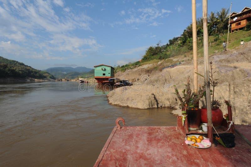 在朴Beng村庄的小船河的湄公河 库存图片