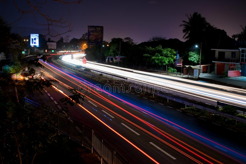 在机动车路的长的曝光 免版税图库摄影