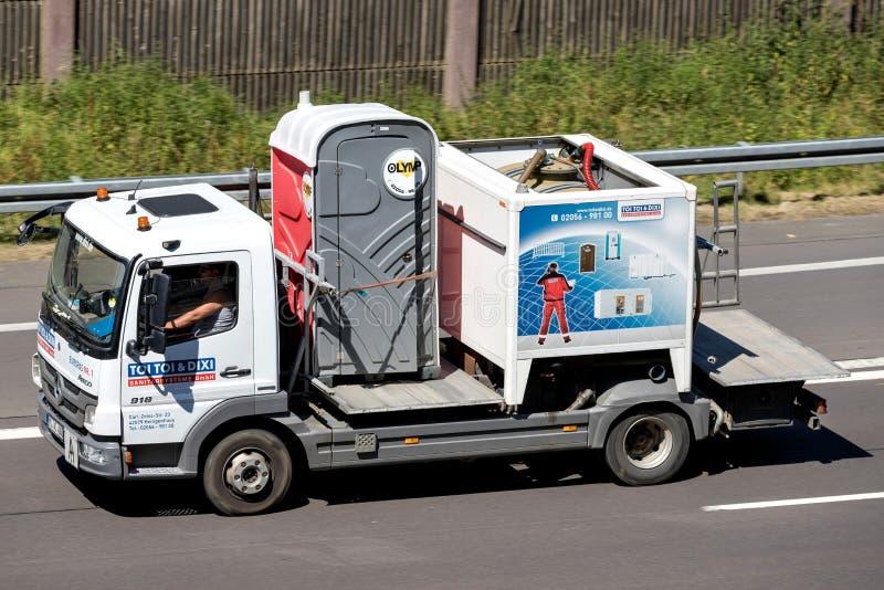 在机动车路的TOI TOI & DIXI卡车 免版税库存照片