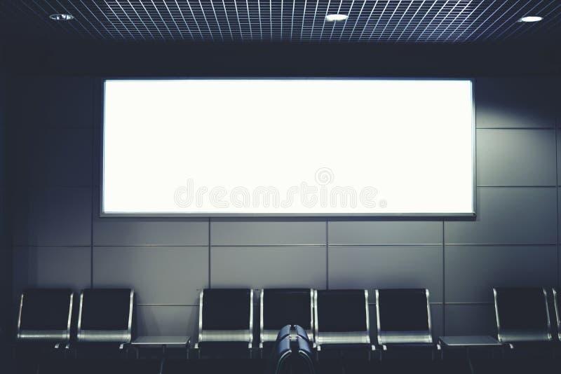 在机场的大厅的一副大横幅 库存照片