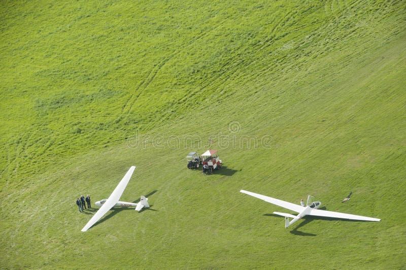 在机场的鸟瞰图滑翔机 库存照片