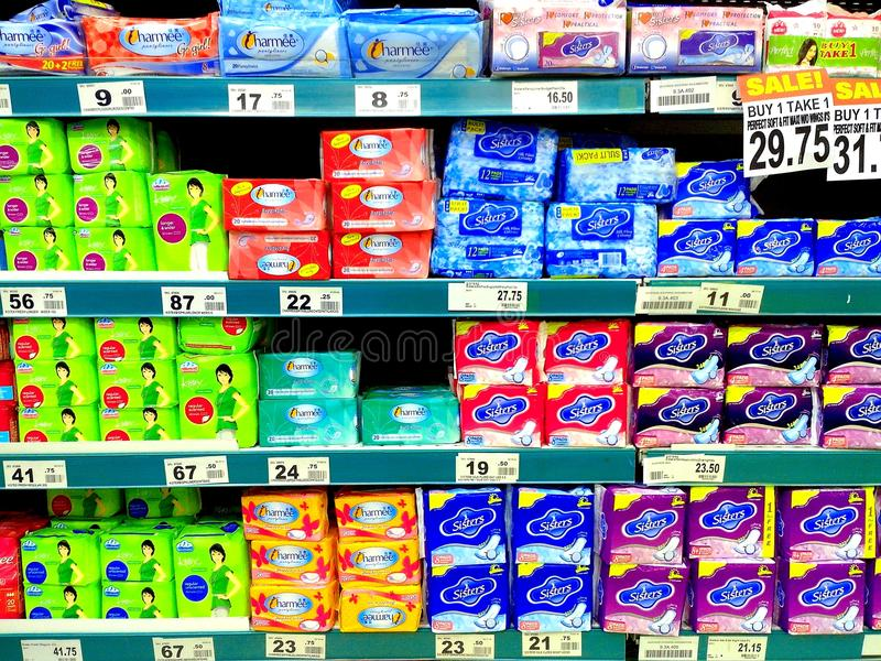 在杂货卖的女性餐巾 免版税库存照片