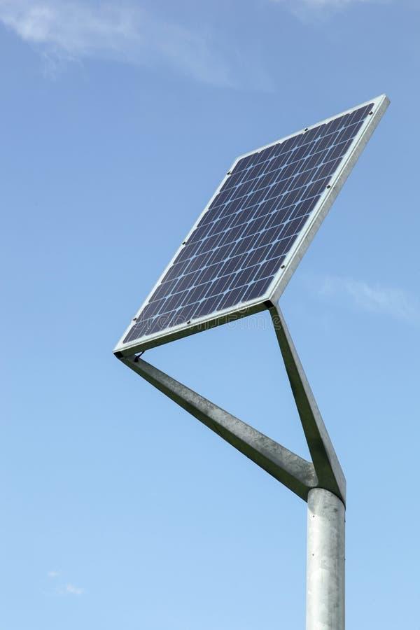 在杆的太阳电池板 免版税图库摄影