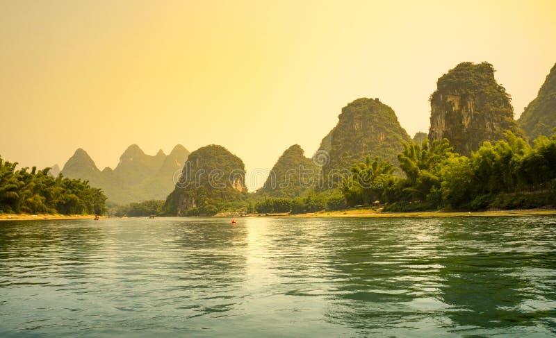 在李河的日落在阳朔 库存图片