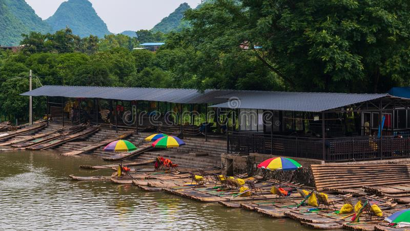 在李河的木筏在阳朔桂林中国 库存图片