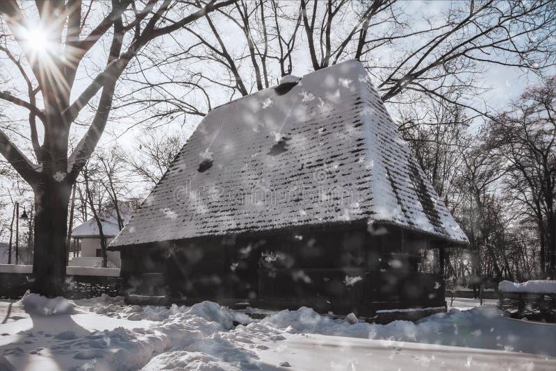 在村庄博物馆的美妙的冬日在布加勒斯特 免版税库存照片