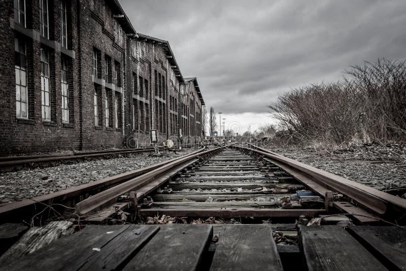 在杜伊斯堡附近的被放弃的火车站 库存照片
