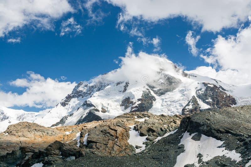 在杜富尔峰断层块的看法有瑞士的高山的 库存图片