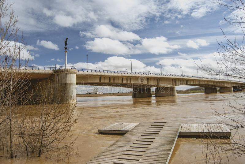 在杜罗河河的具体桥梁 免版税库存图片