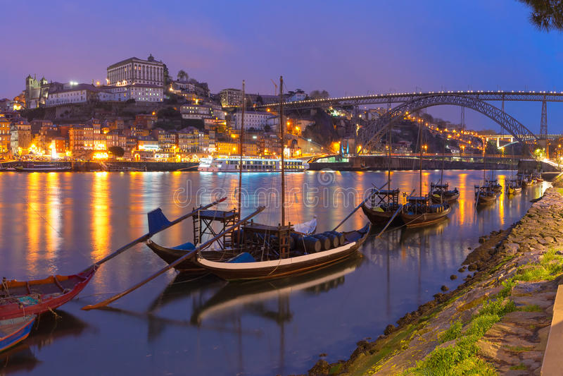 在杜罗河河,波尔图,葡萄牙的Rabelo小船 免版税库存图片