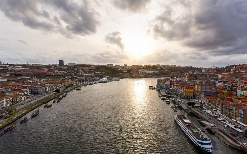 在杜罗河河-波尔图的日落 免版税库存照片