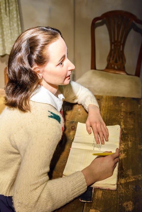 在杜莎夫人蜡象馆蜡博物馆的安妮・弗兰克小雕象 免版税库存图片