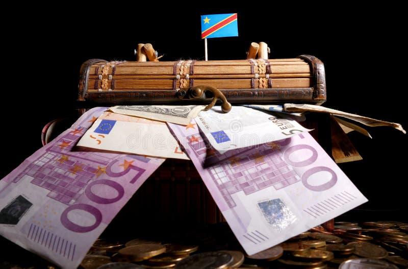 在条板箱顶部的刚果民主共和国旗子 免版税库存照片