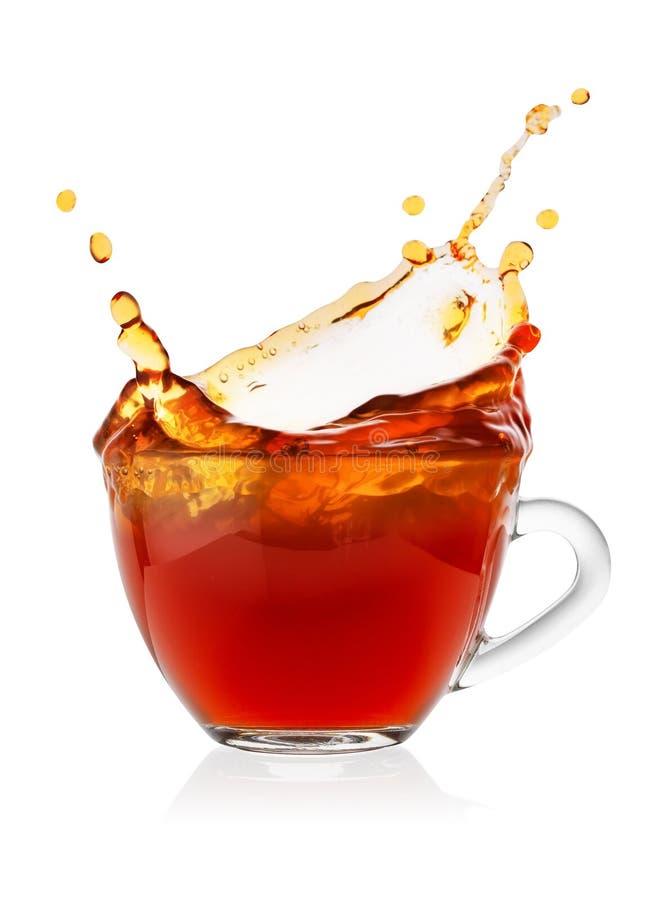 在杯子的飞溅红茶 图库摄影