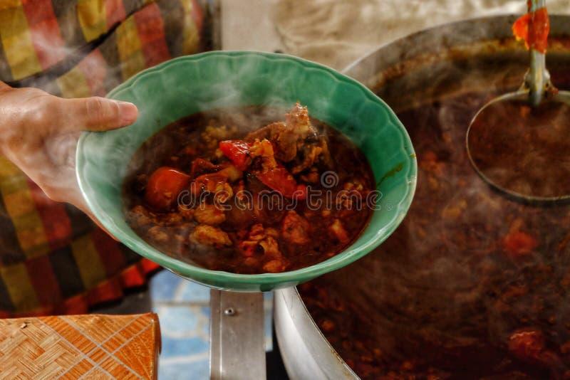 在杯子,辣汤的辣汤杓子在北泰国 n 库存照片